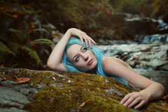 Mulher bonita com sonho da expressão Foto de Stock Royalty Free