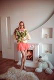 Mulher bonita com tulipas imagens de stock royalty free