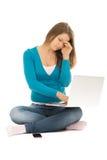 Mulher bonita com um caderno cansado Imagem de Stock