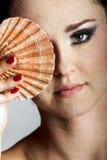 Mulher bonita com um escudo Foto de Stock Royalty Free