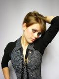 Mulher bonita com um grânulo Fotografia de Stock