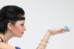 Mulher bonita com uma borboleta Fotografia de Stock Royalty Free