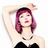 Mulher bonita Composição brilhante e cabelo colorido Fotos de Stock