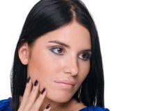 Mulher bonita da forma no azul imagem de stock