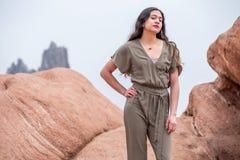 Mulher bonita da menina - mexicano latino indiano india na forma profissional foto de stock