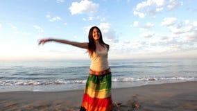 Mulher bonita da praia vídeos de arquivo