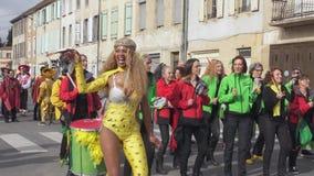 A mulher bonita dança no carnaval filme