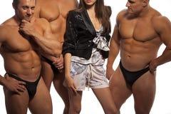 Mulher bonita de encontro ao atleta Imagem de Stock