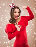 Mulher bonita de Santa na roupa vermelha Foto de Stock