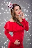 Mulher bonita de Santa na roupa vermelha Fotografia de Stock