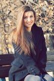 Mulher bonita de sorriso exterior Imagem de Stock Royalty Free