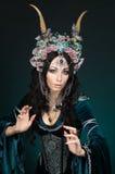 Mulher bonita do duende da fantasia na coroa da flor Imagem de Stock Royalty Free