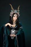 Mulher bonita do duende da fantasia no vestido medieval Imagem de Stock