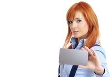 Mulher bonita do redhead com notecard. Imagens de Stock
