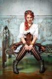 Mulher bonita do steampunk na cama do metal imagem de stock royalty free