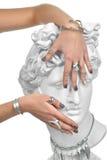 A mulher bonita do tratamento de mãos entrega a coberta dos olhos de um st de Apollo Fotografia de Stock Royalty Free