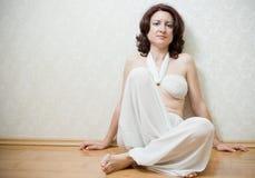 Mulher bonita do zen imagens de stock