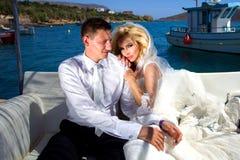 A mulher bonita dos pares novos bonitos do homem considerável fotografia de stock royalty free