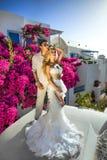 A mulher bonita dos pares novos bonitos do relacionamento considerável do homem imagens de stock royalty free