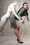Mulher bonita e um mannequin masculino Fotografia de Stock