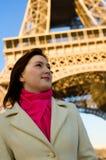 Mulher bonita em Paris fotografia de stock royalty free