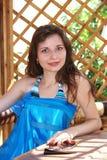 mulher bonita em um dia canicular   fotos de stock royalty free
