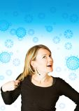 Mulher bonita em um fundo do inverno Foto de Stock Royalty Free