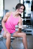 Mulher bonita em um gym imagens de stock royalty free