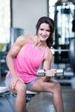 Mulher bonita em um gym fotos de stock royalty free