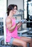 Mulher bonita em um gym foto de stock