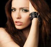 Mulher bonita em um levantamento do estúdio Fotos de Stock