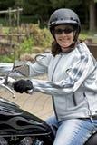 Mulher bonita em uma motocicleta foto de stock