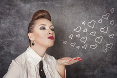 A mulher bonita envia corações do desenho Foto de Stock Royalty Free