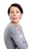 A mulher bonita fura para fora a lingüeta Fotografia de Stock Royalty Free