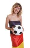 Mulher bonita na bandeira alemão com bola Imagem de Stock Royalty Free
