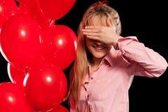 Mulher bonita na blusa com balões vermelhos Fotos de Stock