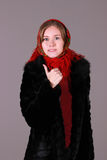 Mulher bonita na cicatriz vermelha Foto de Stock Royalty Free