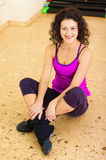Mulher bonita na ginástica Imagens de Stock Royalty Free