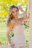 Mulher bonita na mola Fotos de Stock Royalty Free