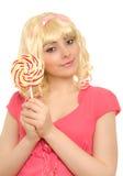 Mulher bonita na peruca loura com lollipop Imagem de Stock Royalty Free