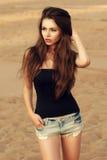 Mulher bonita na praia fotos de stock royalty free