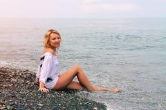 Mulher bonita na praia Foto de Stock