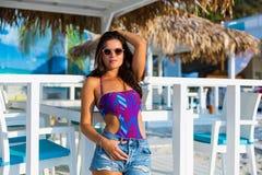 Mulher bonita na praia do verão Fotografia de Stock Royalty Free