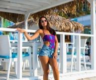 Mulher bonita na praia do verão Fotografia de Stock