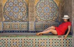 Mulher bonita nas ruas Tânger Marrocos Imagens de Stock
