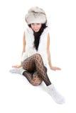 Mulher bonita no assento do chapéu forrado a pele Fotos de Stock