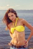 Mulher bonita no levantamento do biquini Foto de Stock Royalty Free