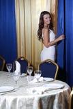 Mulher bonita no restaurante imagem de stock