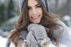 Mulher bonita no tempo de inverno Foto de Stock Royalty Free
