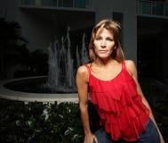 Mulher bonita no vermelho imagem de stock royalty free